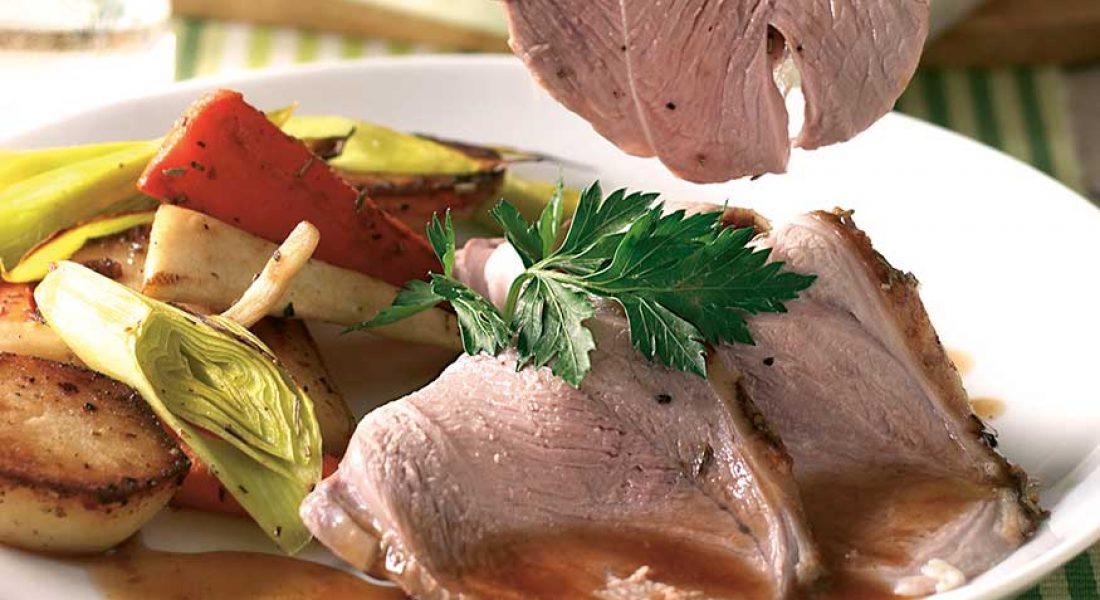 Lammestek med poteter og grønnsaker