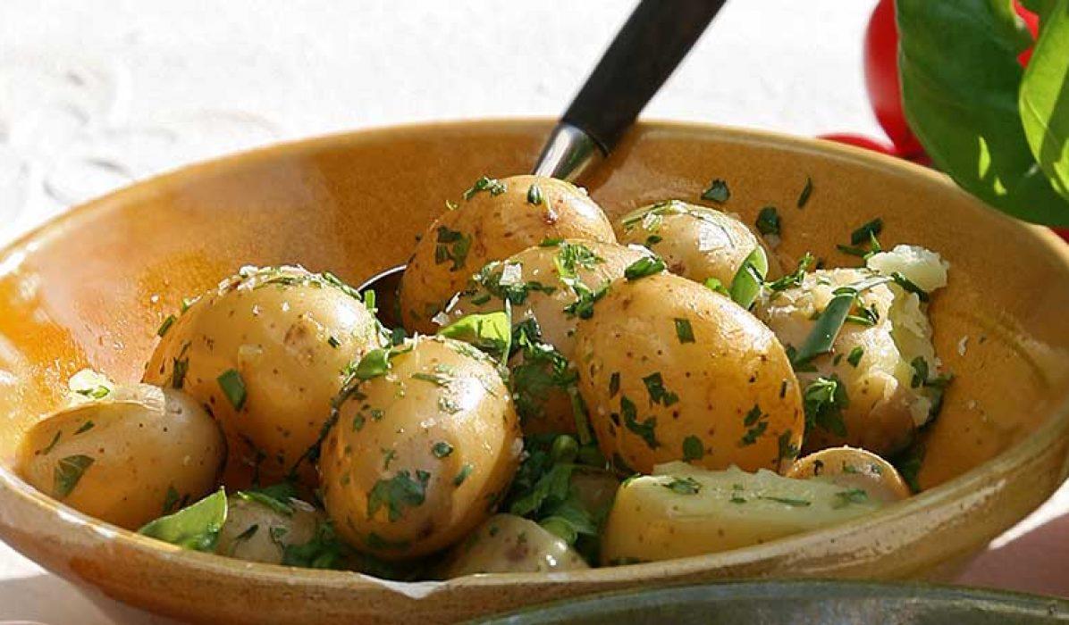Lun-potetsalat-med-friske-urter-og-vinaigrette-1
