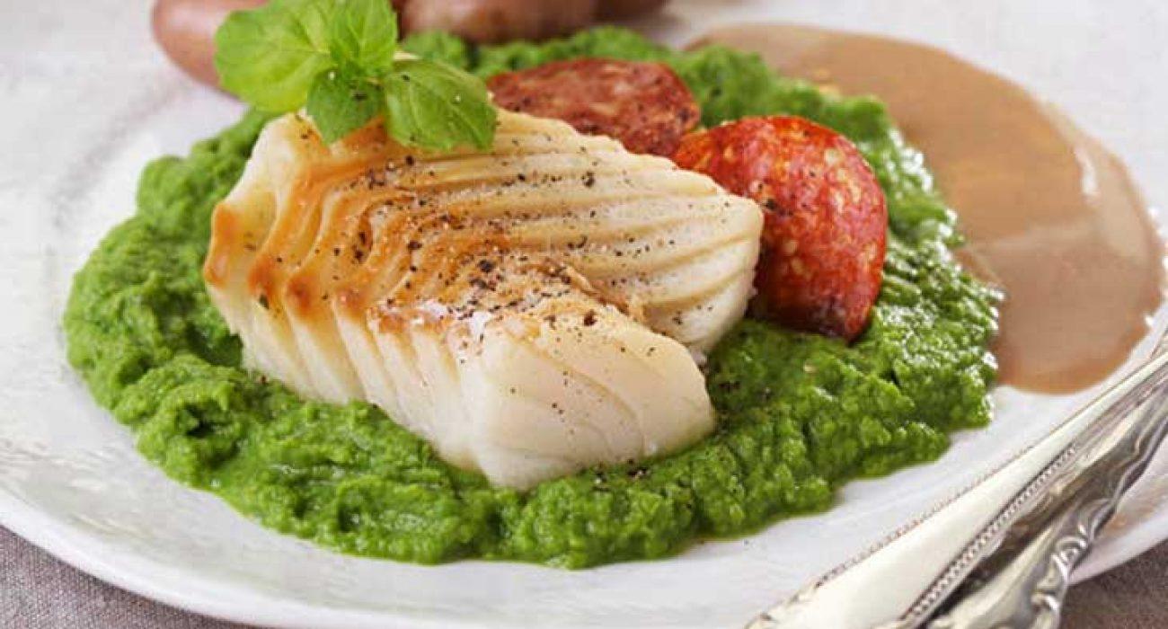 Lutefisk-med-myntekrydret-ertepuré-og-soyasmørsaus-1
