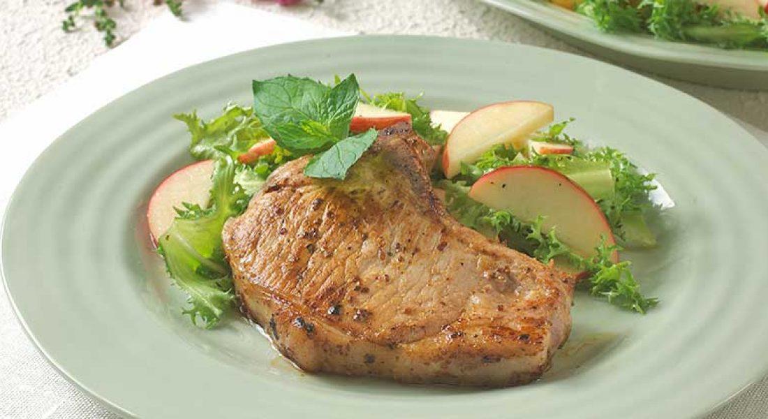 Marinerte-svinekoteletter-med-eplesalat