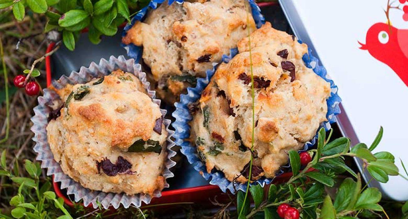 Matmuffins-med-fetaost-soltørket-tomat-og-basilikum-1