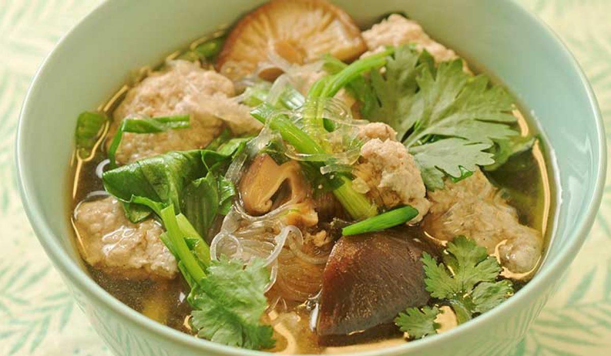 Moo Sap Wunsen - suppe med svinekjøttboller og glassnudler