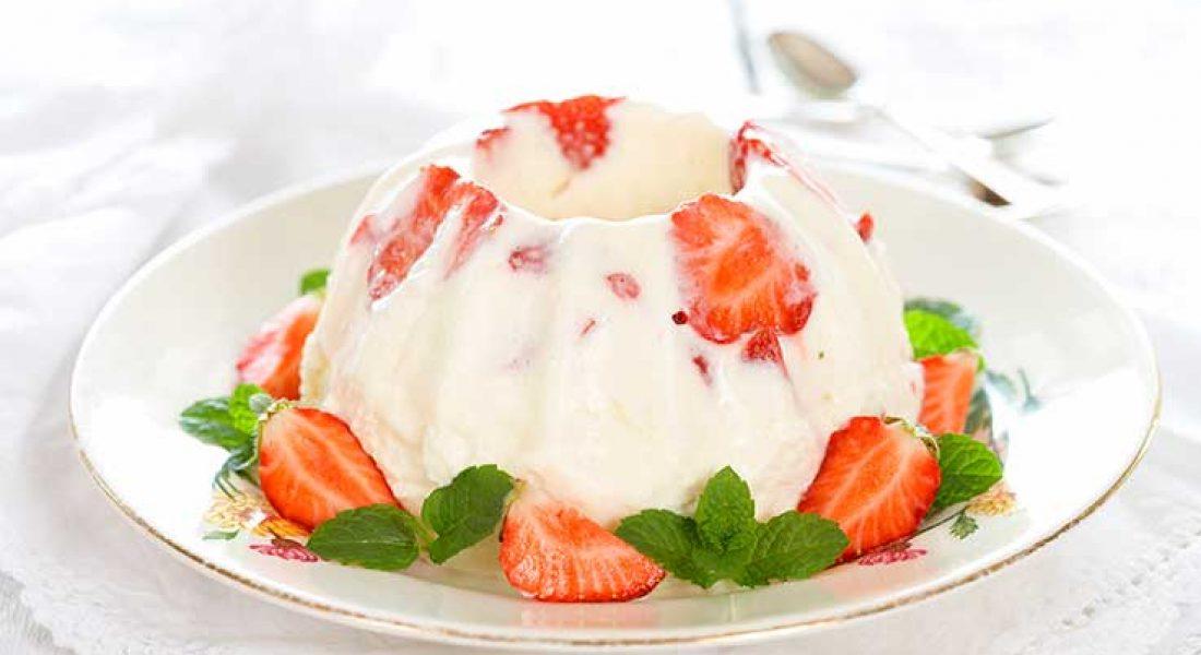 Mormors-flotepudding-med-jordbær-1