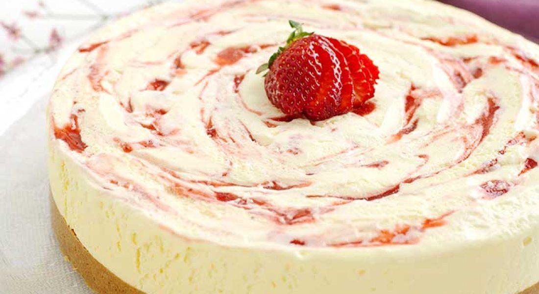 Osteiskake-med-jordbær-1