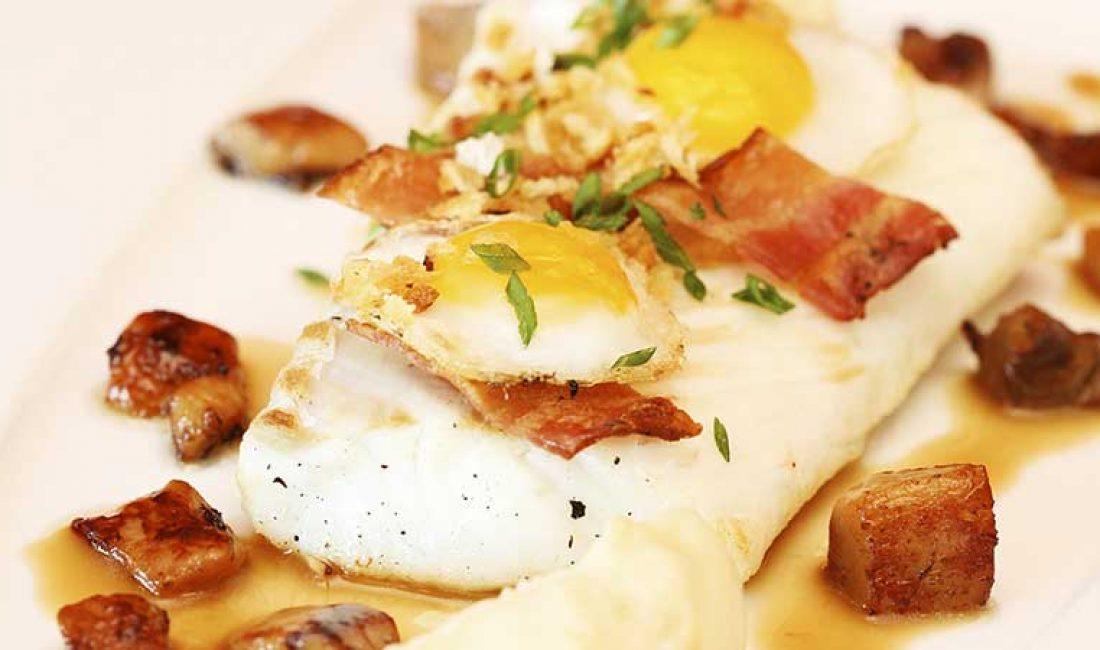 Ovnsbakt-skrei-med-egg-bacon-og-sitronløkkrem-1