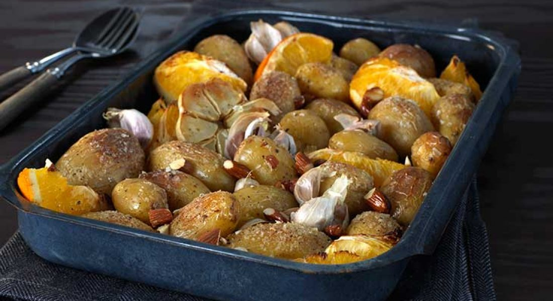 Ovnsbakte-poteter-med-appelsin-og-mandler-1