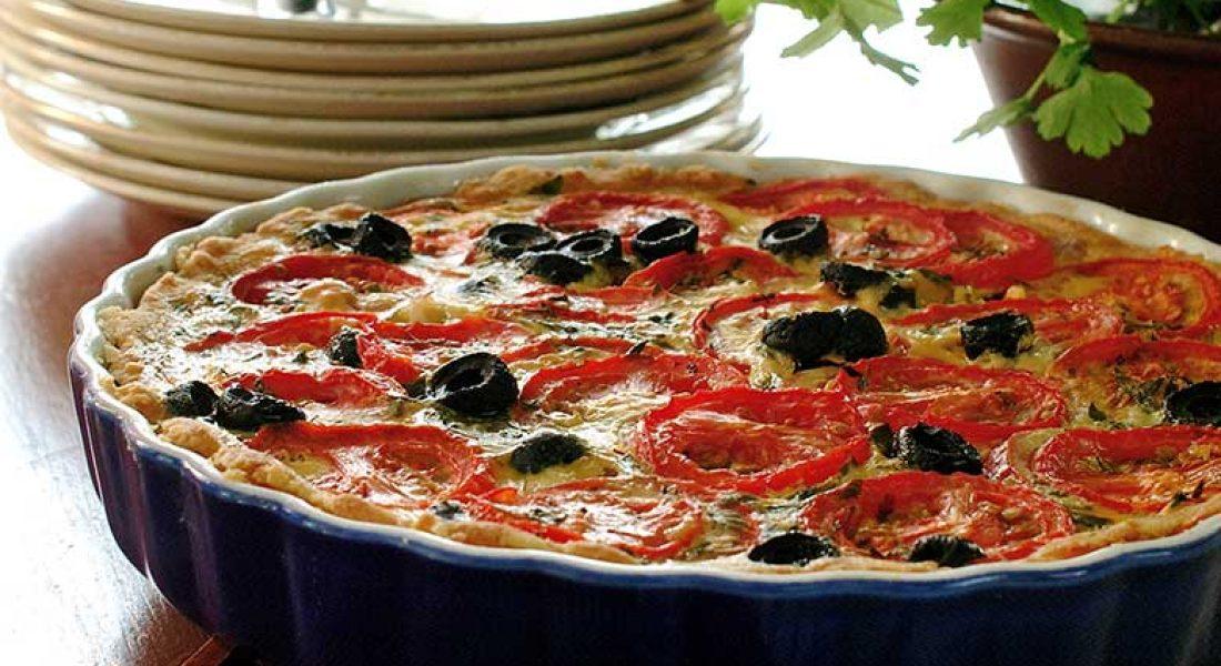 Pai-med-tomater-og-brie