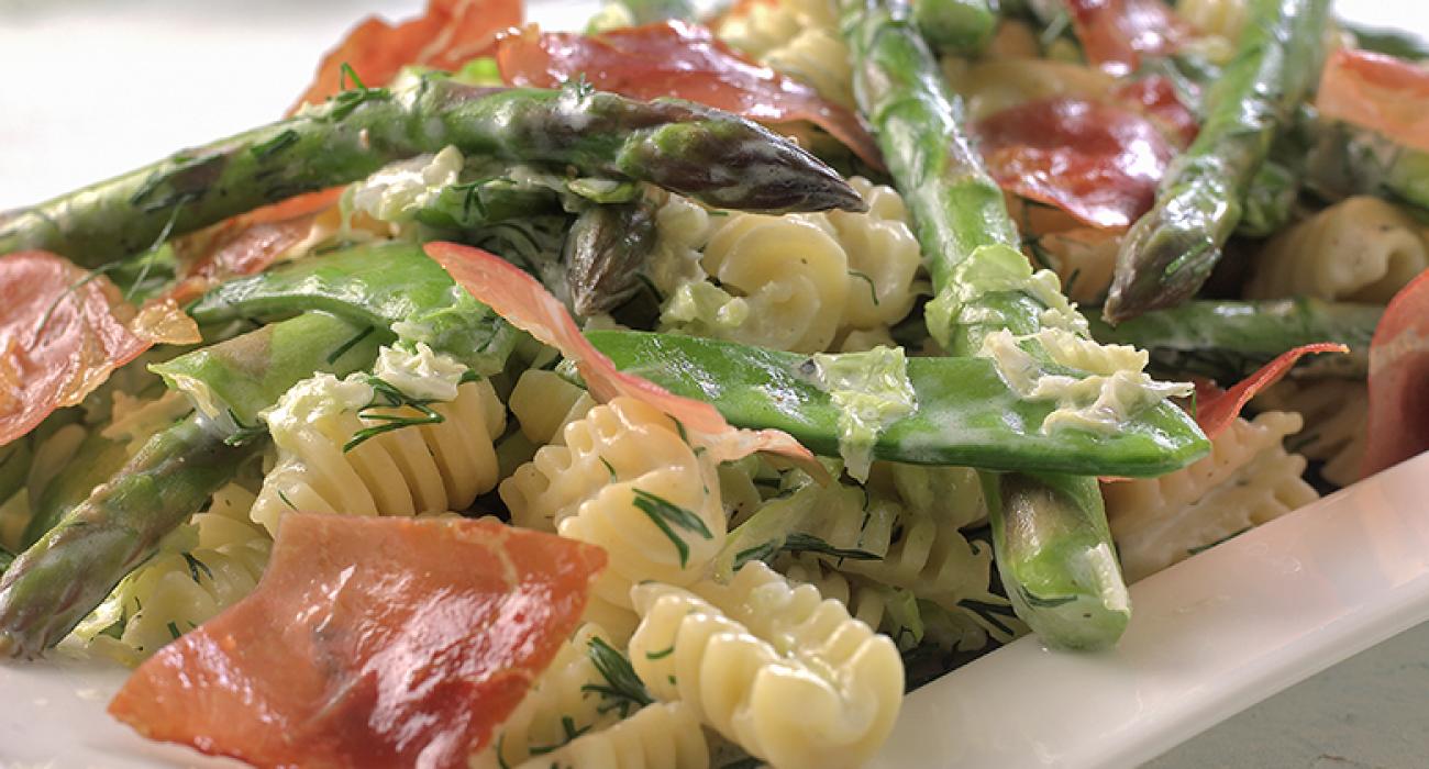 Pasta-med-asparges-og-kinakål-1