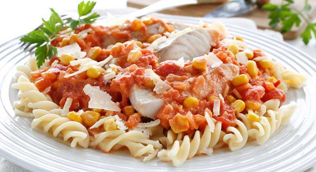 Pasta med sei og tomatsaus