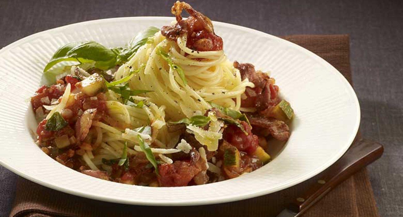 Pasta-med-tomatsaus-og-bacon-1