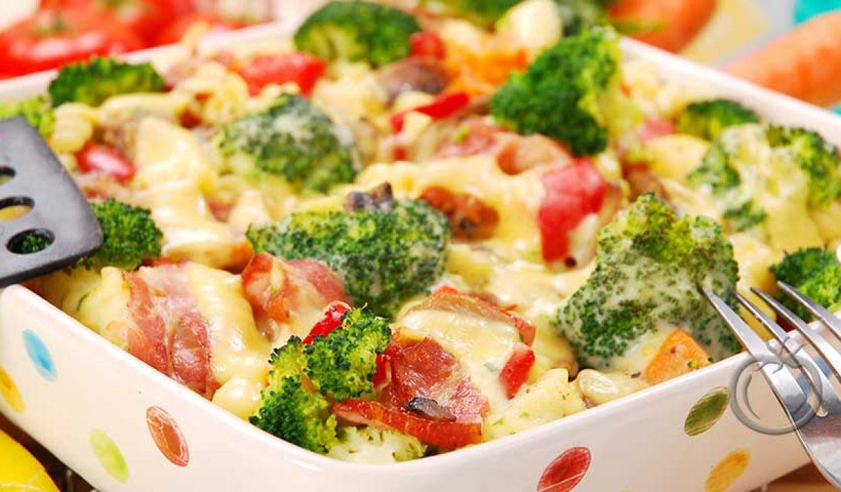 Pastagrateng med skinke og brokkoli
