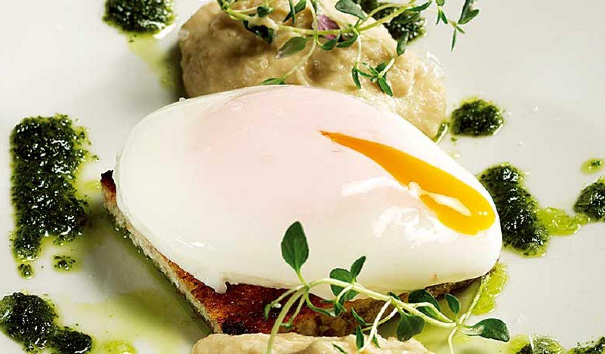 Posjert egg med jordskokkrem