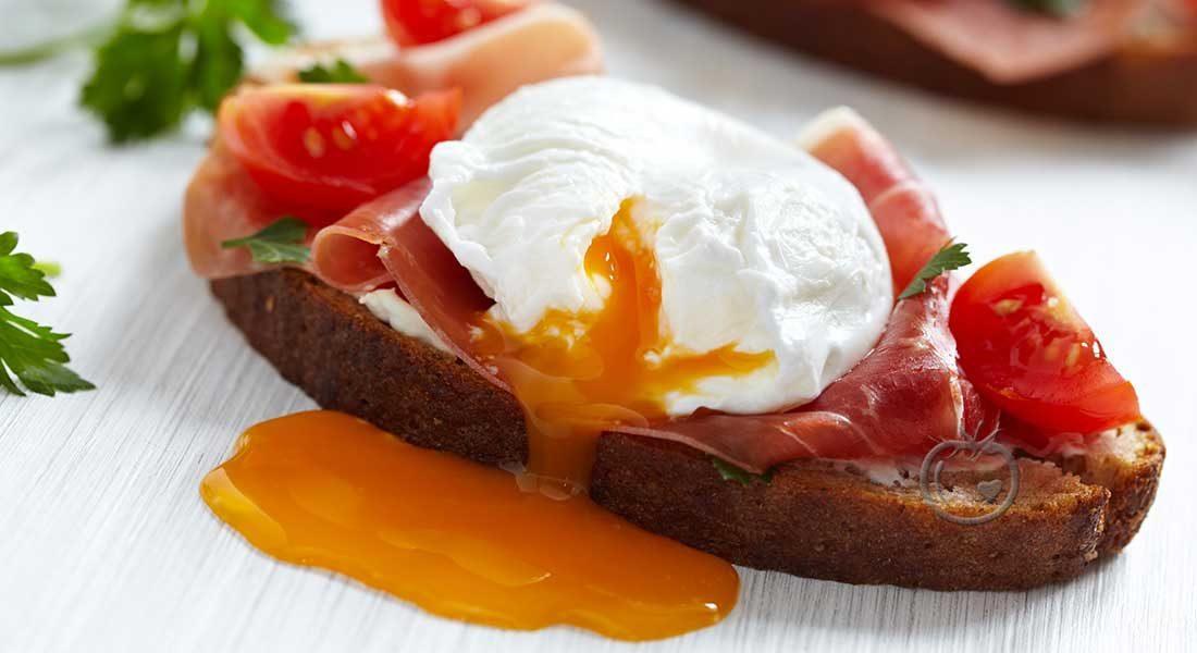 Posjert-egg-med-spekeskinke