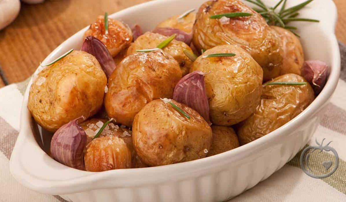 Ovnsbakte poteter med salt, hvitløk og rosmarin