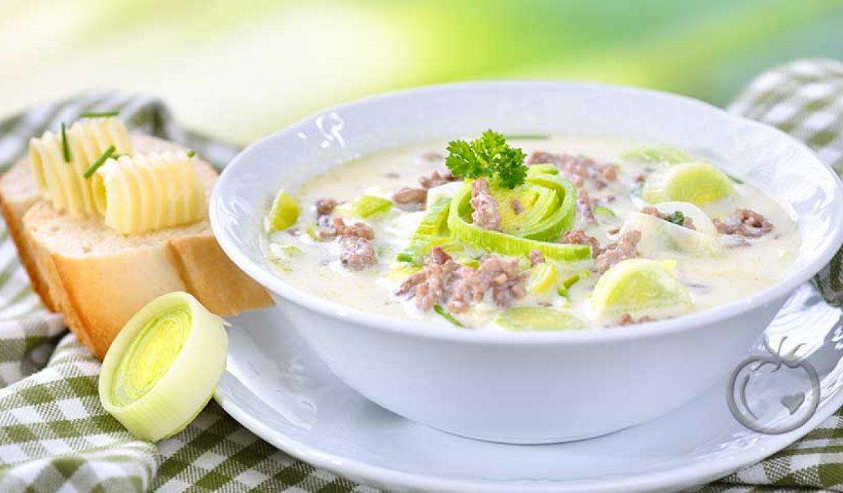 Suppe med purre, kjøttdeig og ost