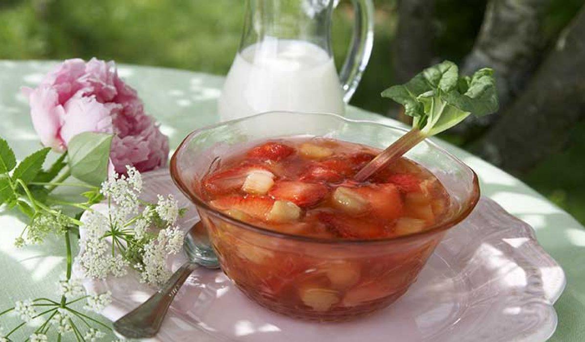 Rabarbra-og-jordbær-kompott-1