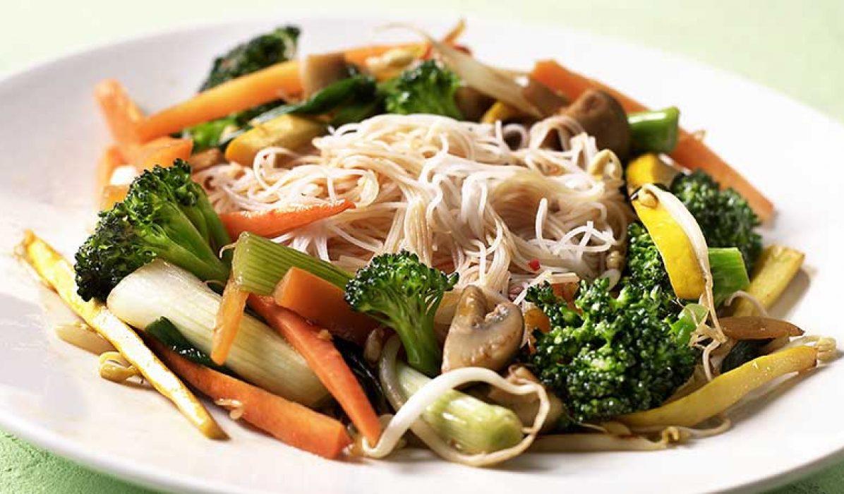 Risnudler med stekte grønnsaker