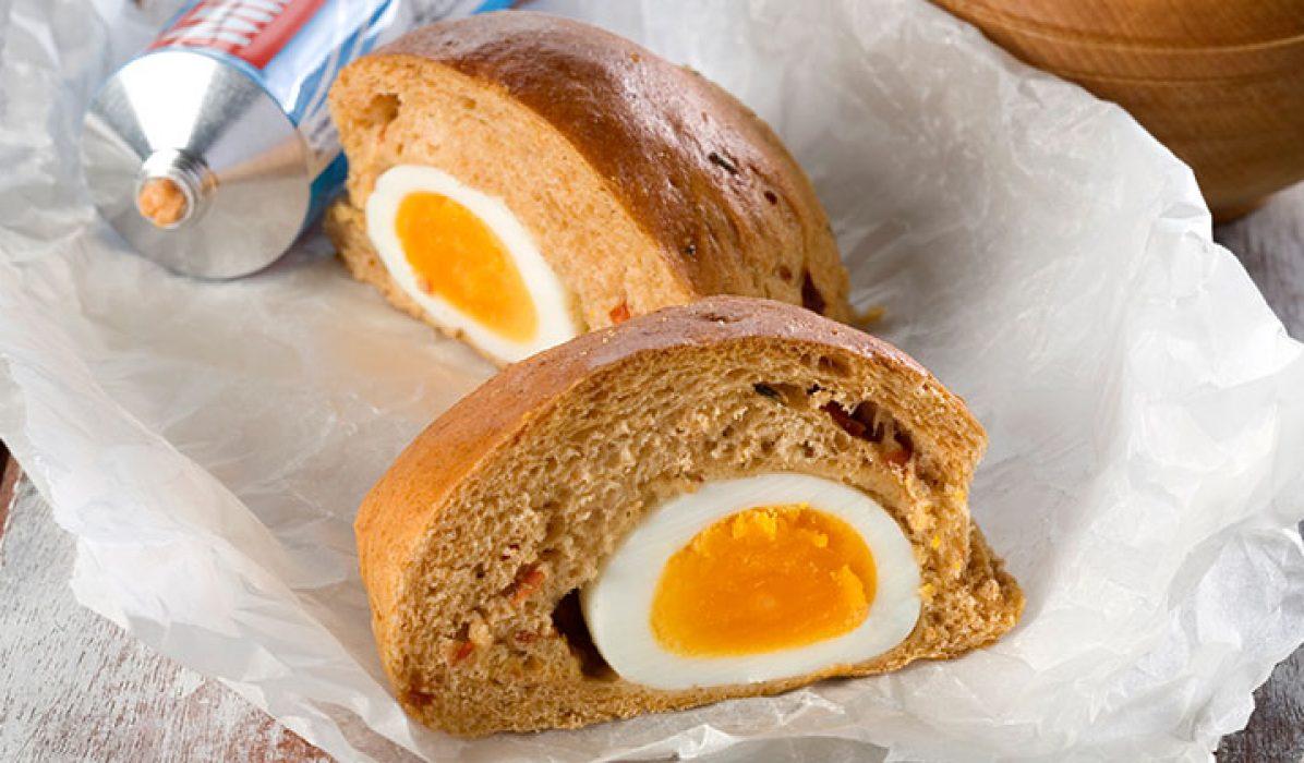 Rundstykker med innbakte egg