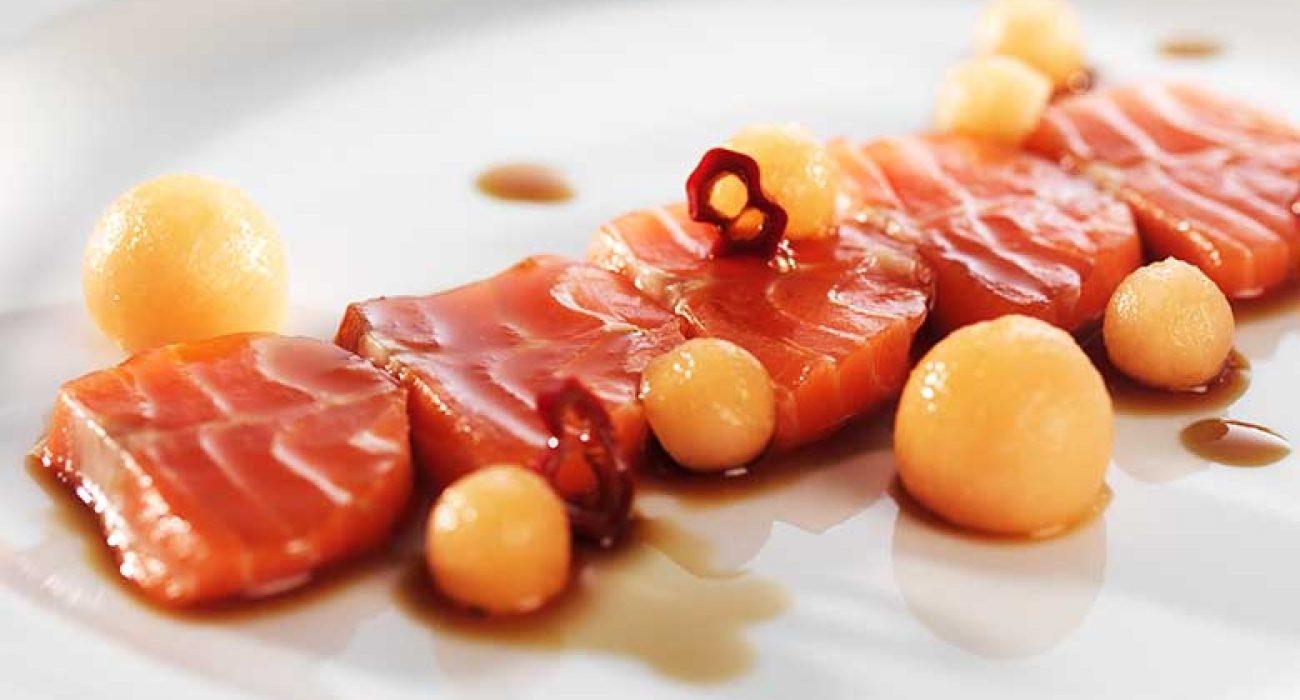 Sashimi av ørret med ponzusaus