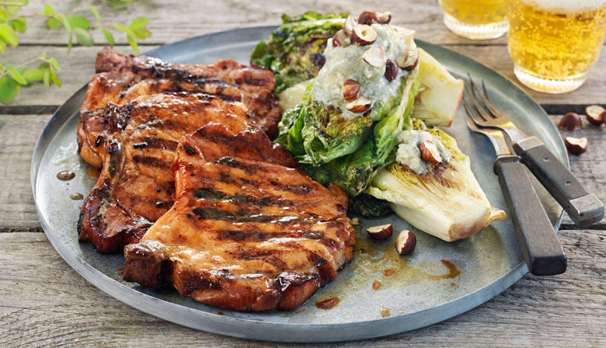 Sommerkoteletter-med-gratinert-hjertesalat
