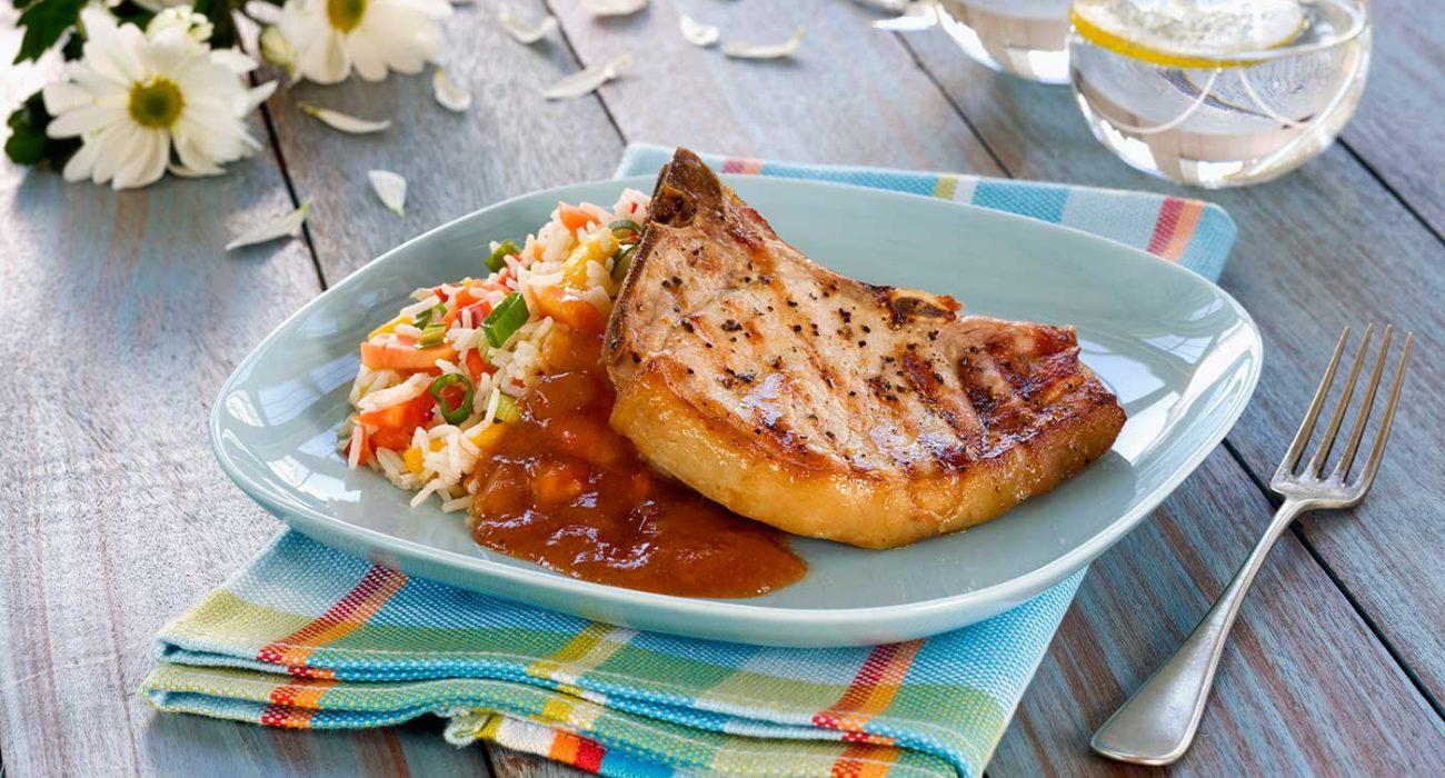 Sommerkoteletter-med-tropisk-rissalat-