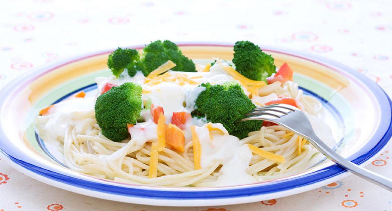 Spagetti-med-grønnsaker-og-ostesaus-1