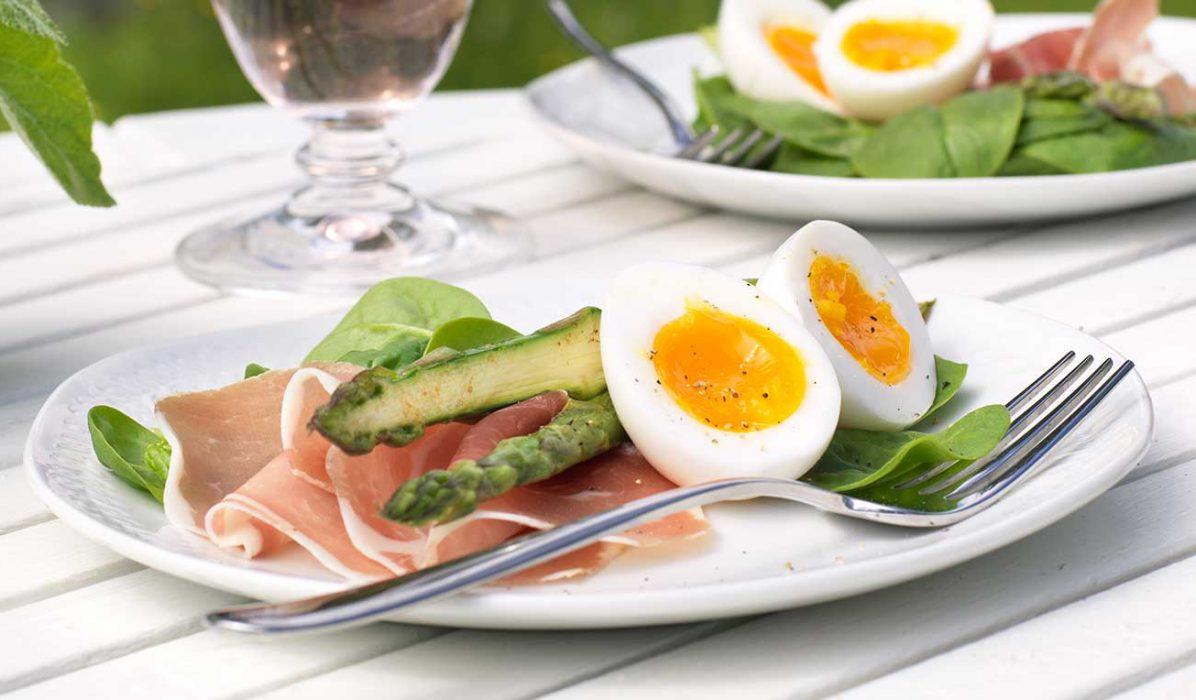 Spekemat-med-smilende-egg