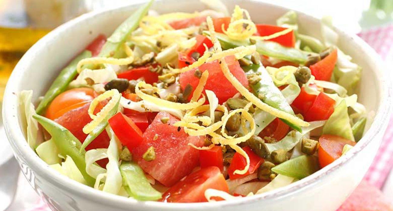 Spisskaalsalat-med-vannmelon-og-pistasjenotter