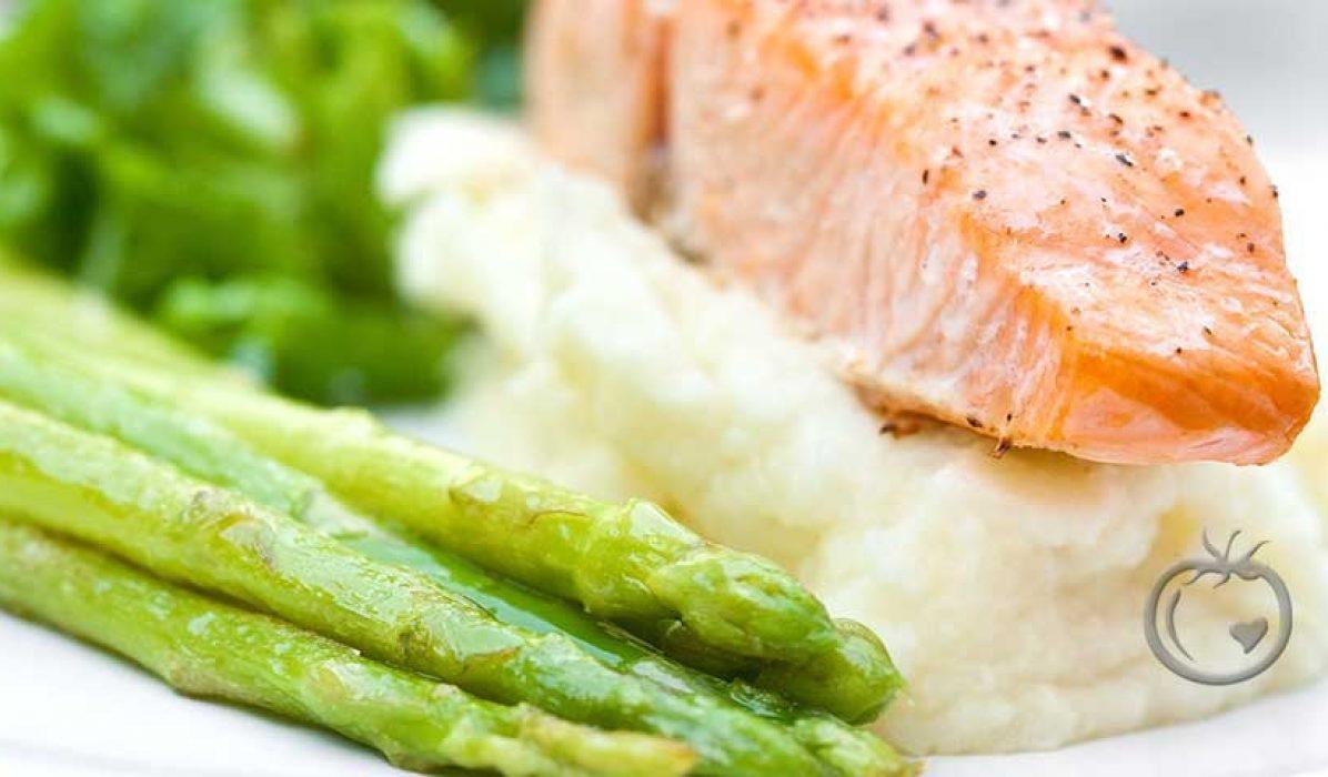 Stekt-laks-med-potetmos-og-asparges