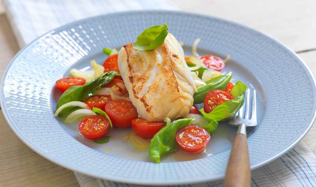 Stekt-torsk-med-tomatsalat