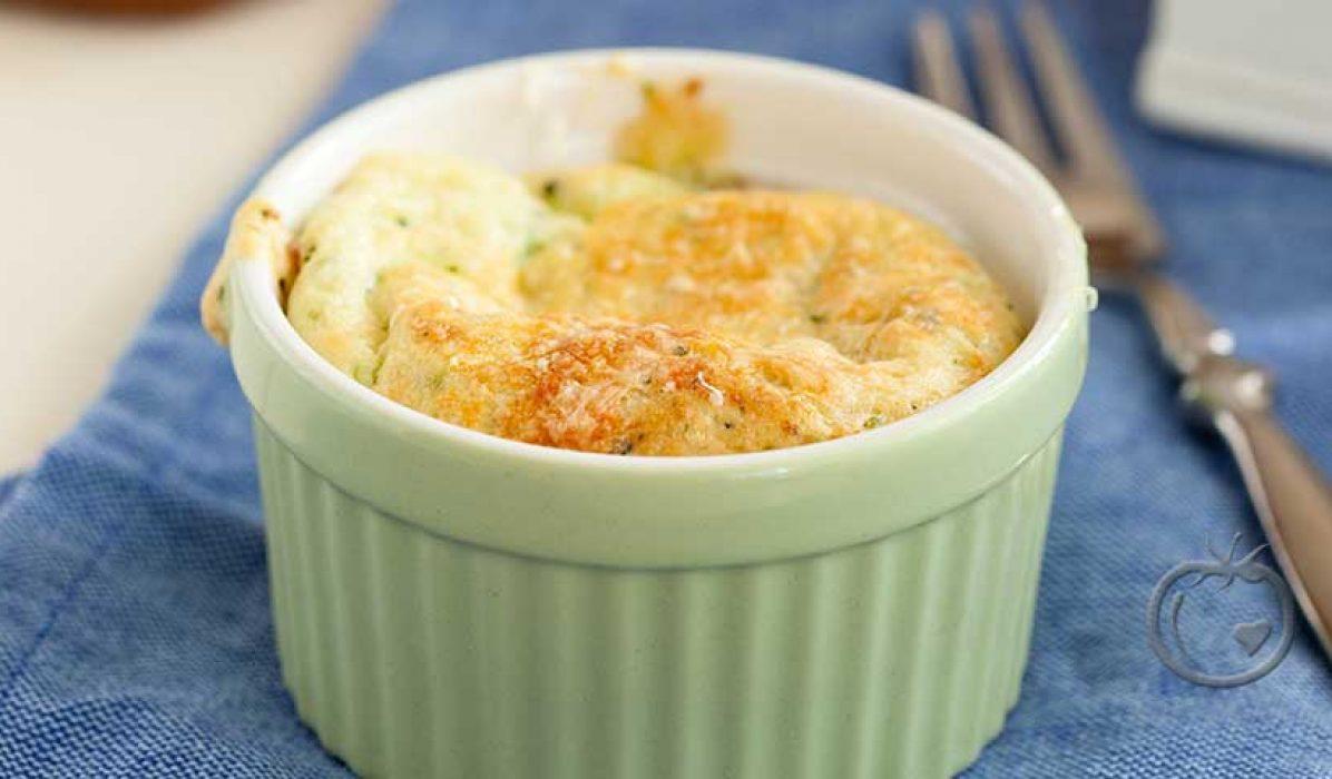 Sufflé med ost og spinat