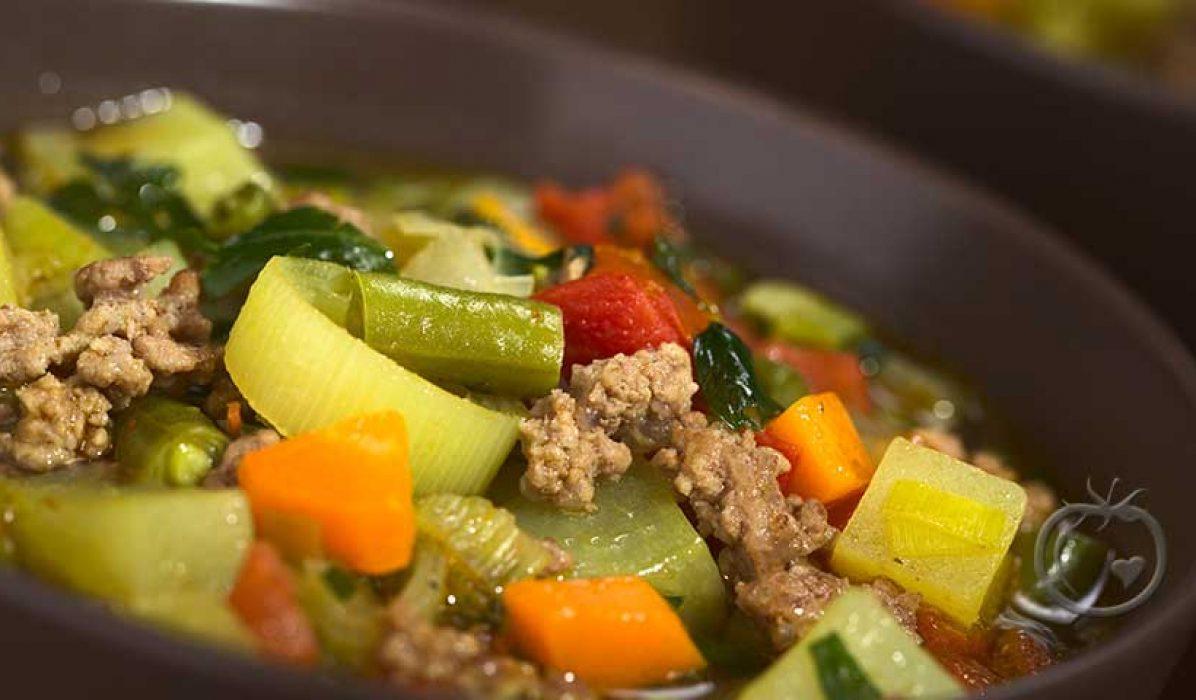 Suppe med kjøttdeig og grønnsaker