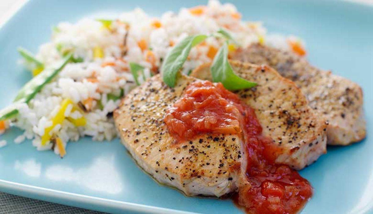 Svin-ytrefilet-med-gronnsaksris-og-salsa