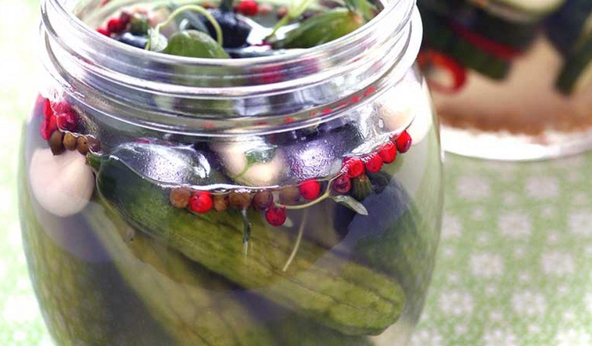 Syltede-drueagurker-med-pepper-og-hvitløk-1
