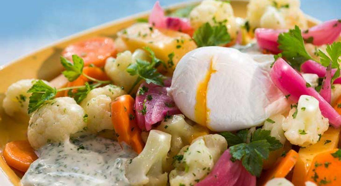 Syltede grønnsaker med posjert egg