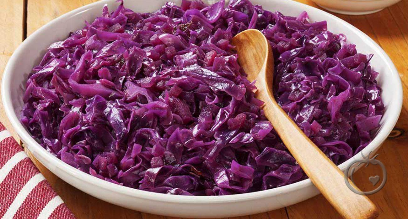 Syrlig rødkålsalat