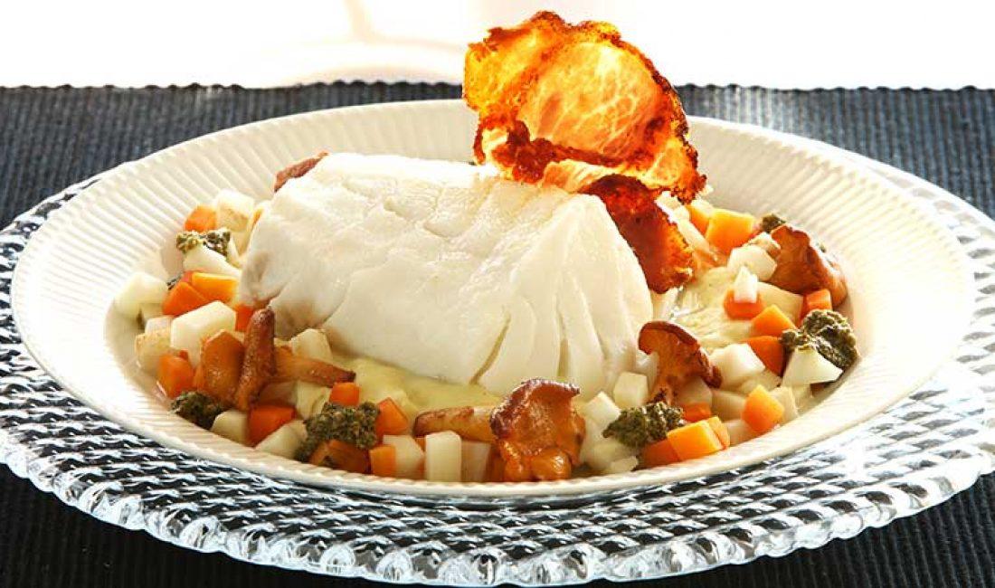 Torsk-på-potetpuré-med-pesto-og-små-grønnsaker-1