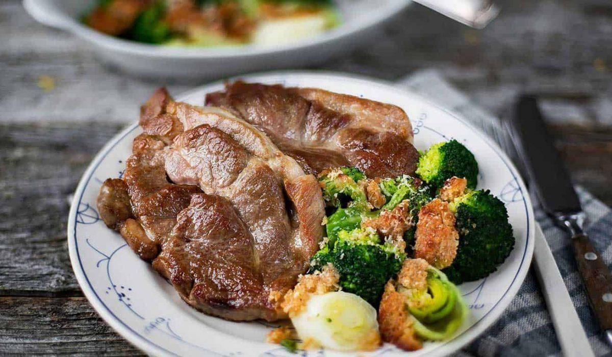 nakkekoteletter-med-gratinert-brokkoli-og-purre1