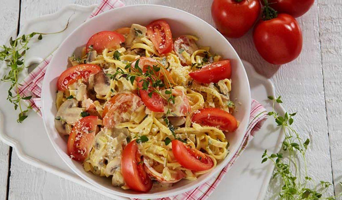 pasta-med-tomater-og-sjalottloek-1